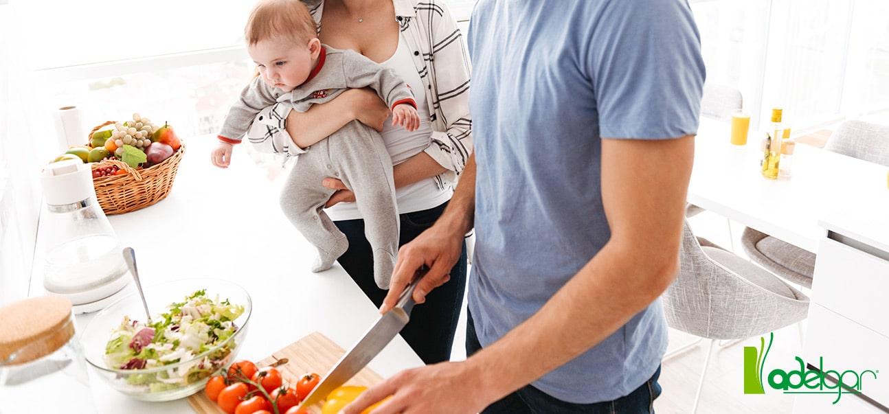 Los padres deben ser ejemplo positivo para sus hijos apostando por hábitos saludables en casa. Te damos las claves para conseguirlo.